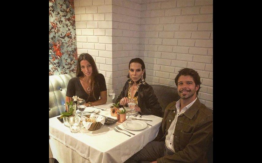 Guilherme com a namorada e o pai