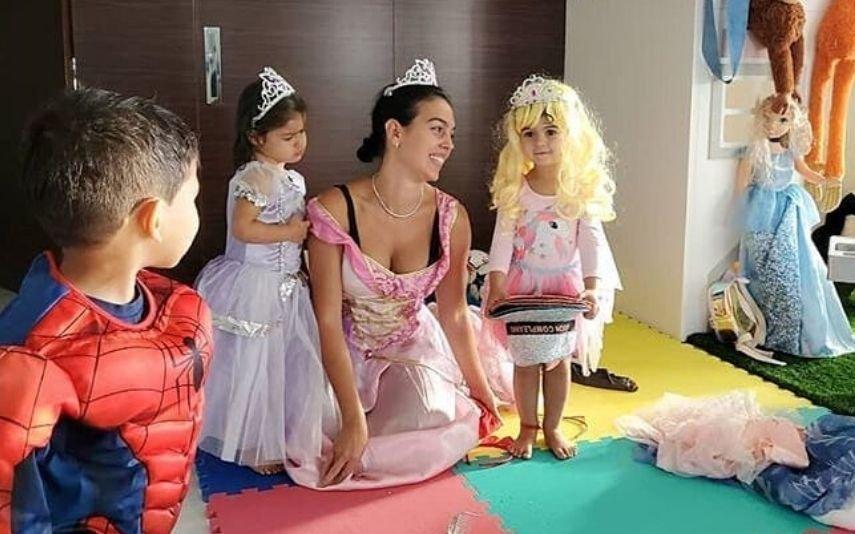 Georgina Rodríguez com Mateo, Eva e Alana Martina