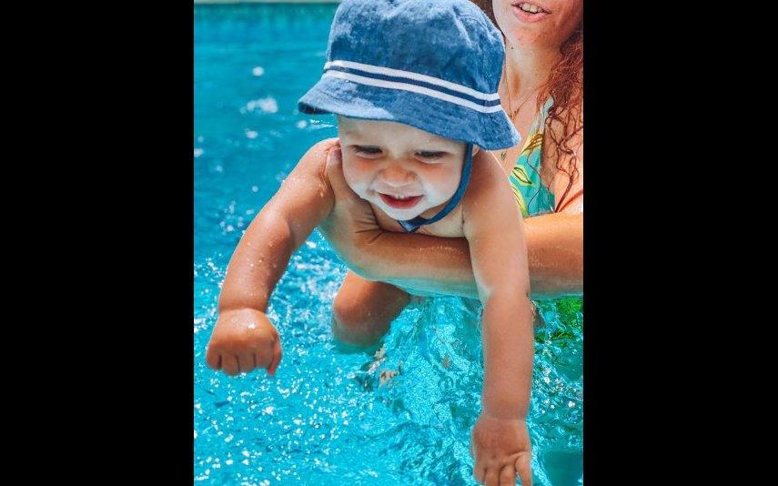 Xavier na piscina