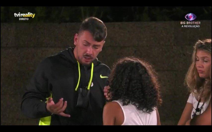 Jéssica Fernandes perdeu a cabeça depois de uma discussão com Renato