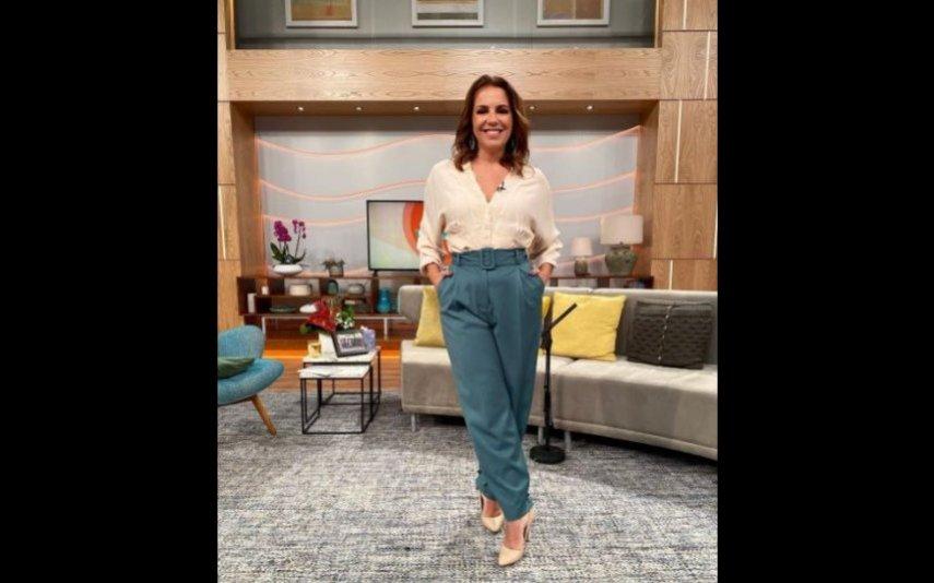 Tânia Ribas de Oliveira usa blusa bege de menos de 30 euros e faz furor