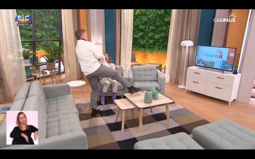 João Baião entusiasmou-se e deitou vaso um ao chão
