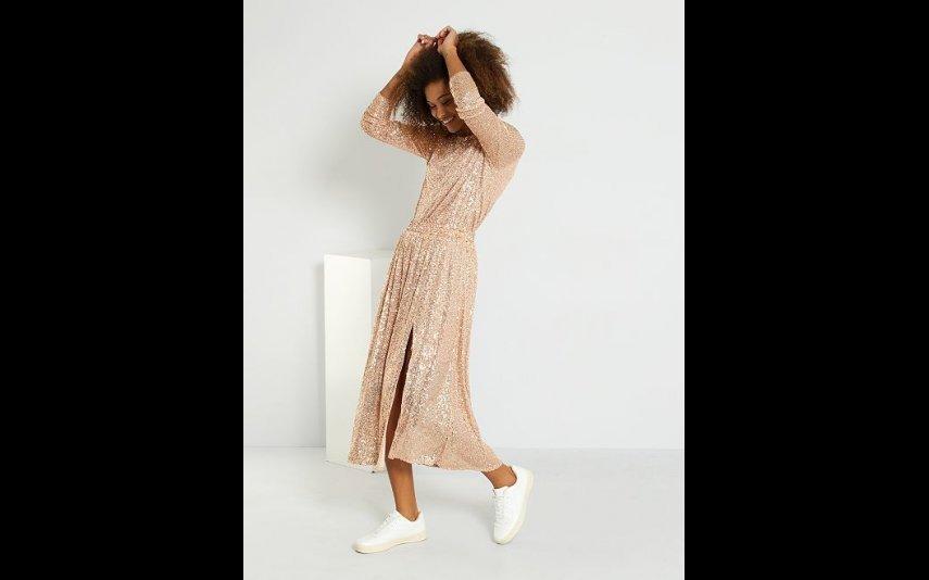 Vestido comprido com lantejoulas Kiabi - 22,00€