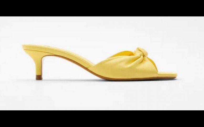 Sandálias de tacão em pele com nó detalhe Zara - 19,99
