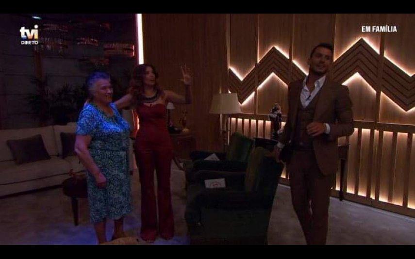 """O cenário do programa """"Em Família"""" ficou sem luz"""" e viu-se obrigada a suspender a emissão"""