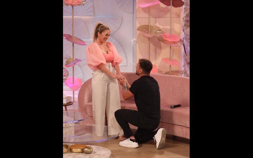 """André Pacheco surpreendeu Zena Pacheco com um pedido de casamento no programa """"Dois às 10"""", da TVI"""