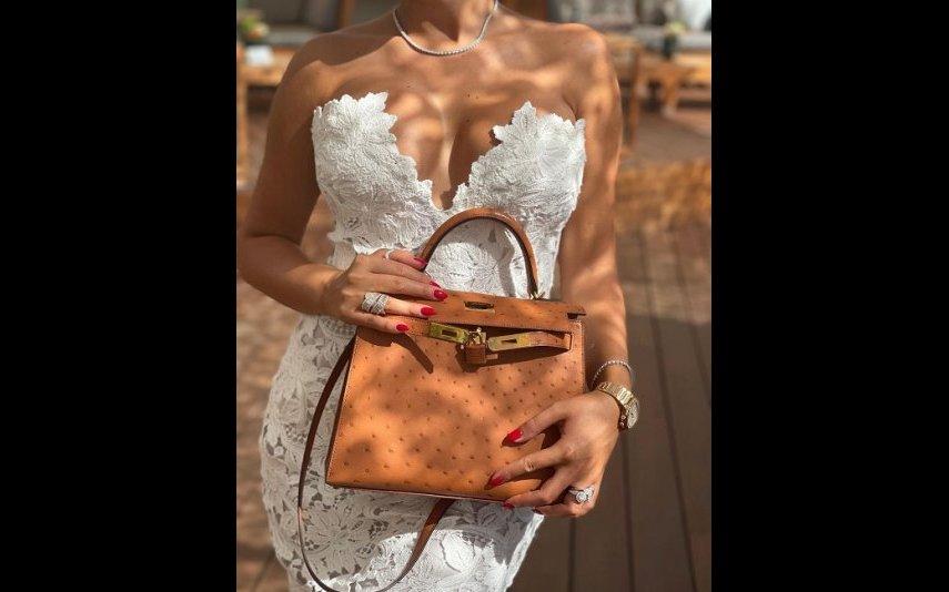 Georgina Rodríguez escolheu um vestido branco cheio de bordados e encantou os fãs
