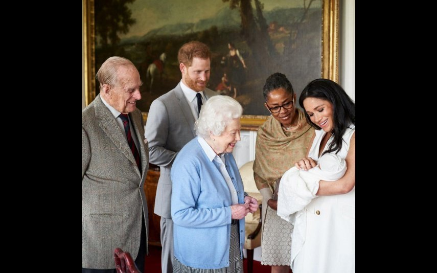 Filipe de Edimburgo no dia em que Archie foi apresentado à Rainha Isabel II