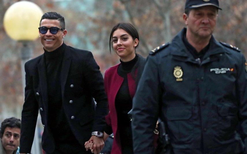 Georgina e Cristiano à chegada ao Tribunal da Audiência Provincial de Madrid em Madrid