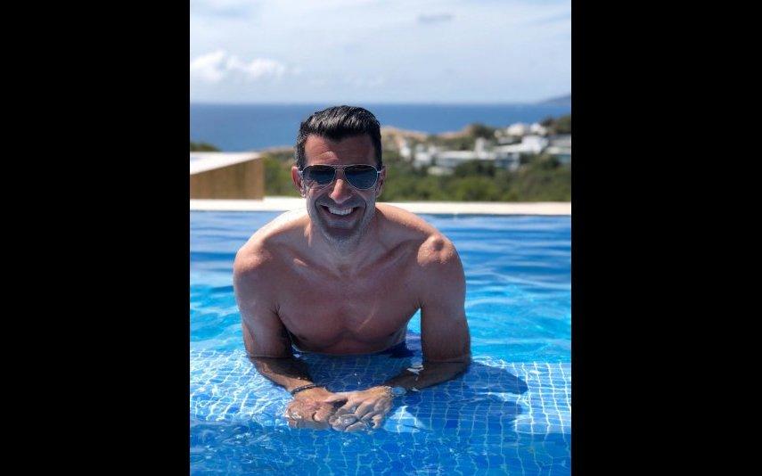 Luís Figo na piscina