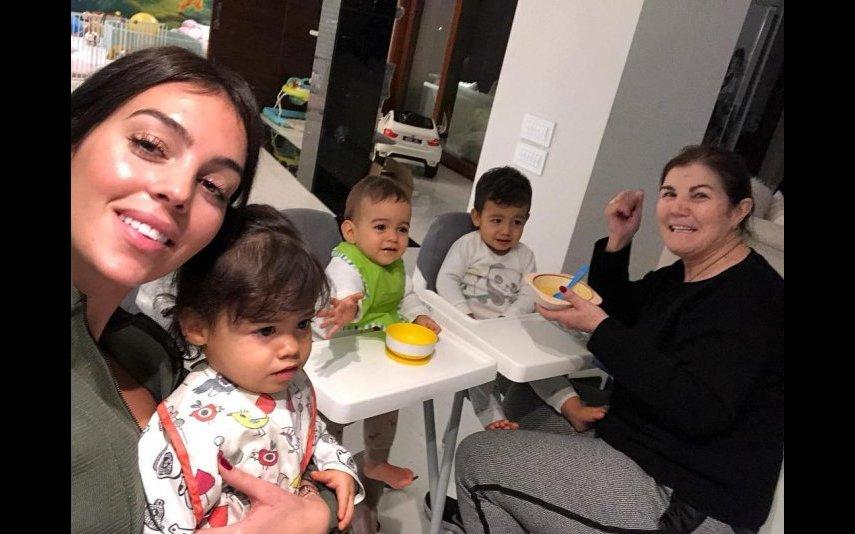 Georgina, Dolores Aveiro e os filhos mais novos de CR7