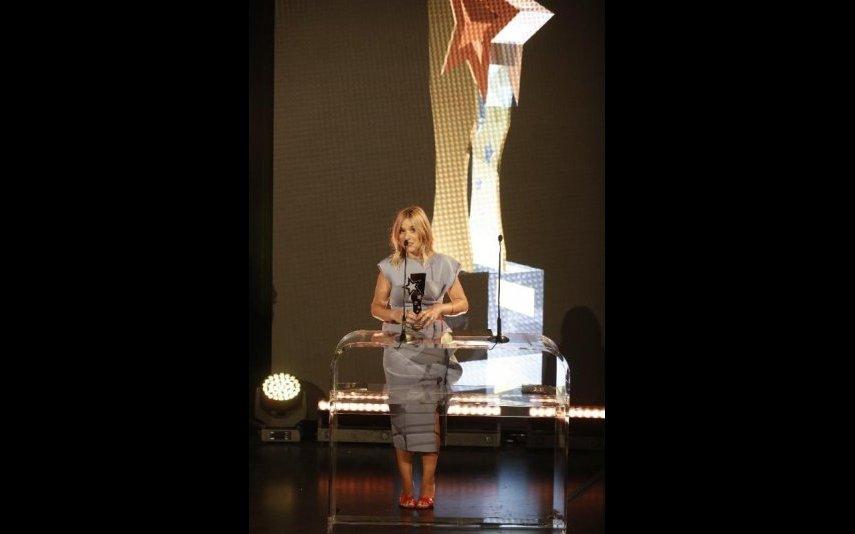 Inês Mendes da Silva recebeu prémio em nome de Cristina Ferreira