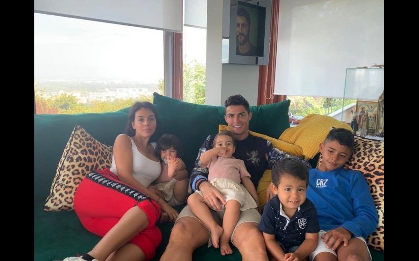 Cristiano Ronaldo e Georgina Rodríguez com Cristianinho, Eva, Mateo e Alana Martina